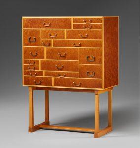 Våra kunder söker moderna möbler. Sälj på Uppsala auktionskammares Internationella kvalitetsauktion
