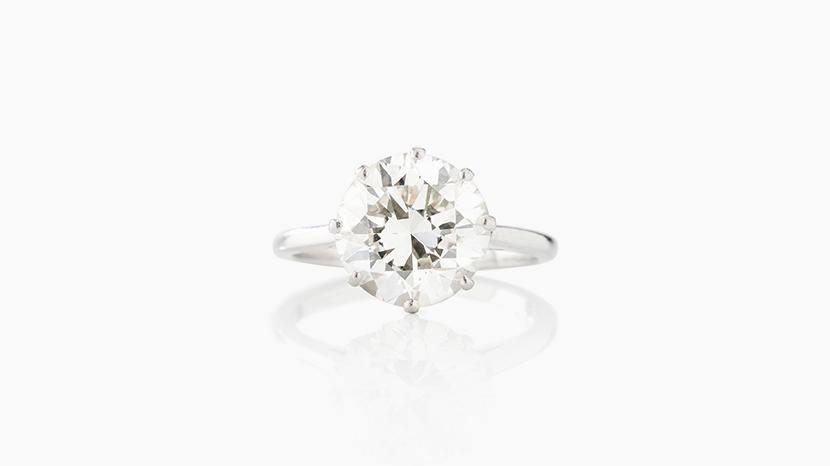 Ring, vitt guld med en briljantslipad diamant, c:a 4,75 ct. Såld för 360.000 kr